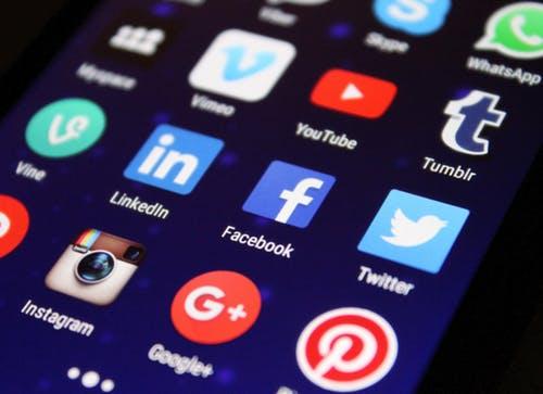 بحث عن مواقع التواصل الإجتماعي