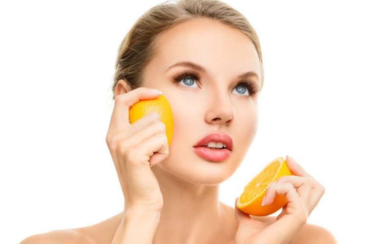 فوائد سيروم فيتامين سي للبشره الدهنية