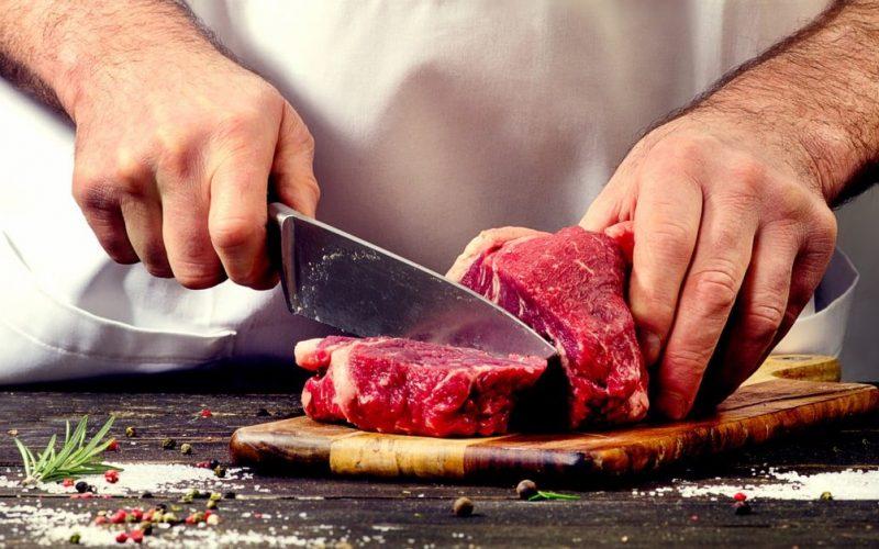 رؤية شخص يوزع اللحم في المنام